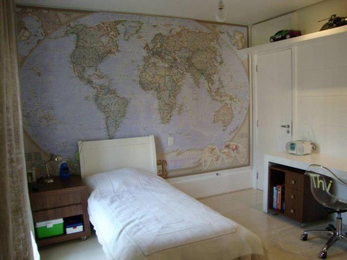 Mapa mundi magnetizado, impresso em tecido sem emenda. As crianças podem planejar sua viagem ou colocar informações com imã no painel.